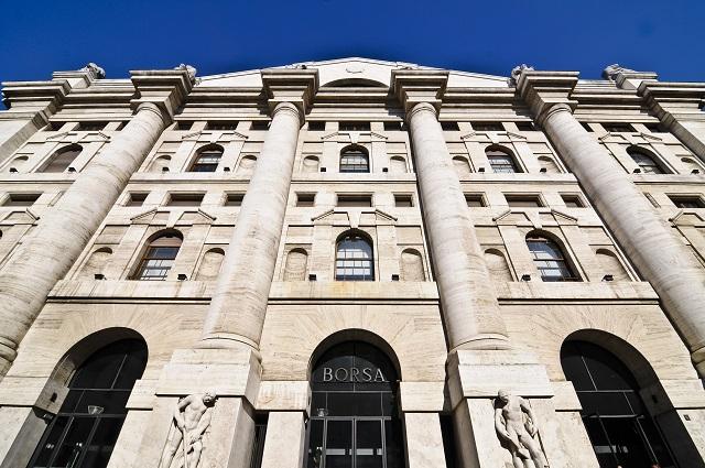 Borsa, Milano chiude in rialzo con le banche