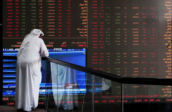 Petrolio, Trump: Russia e sauditi dovrebbero tagliare produzione