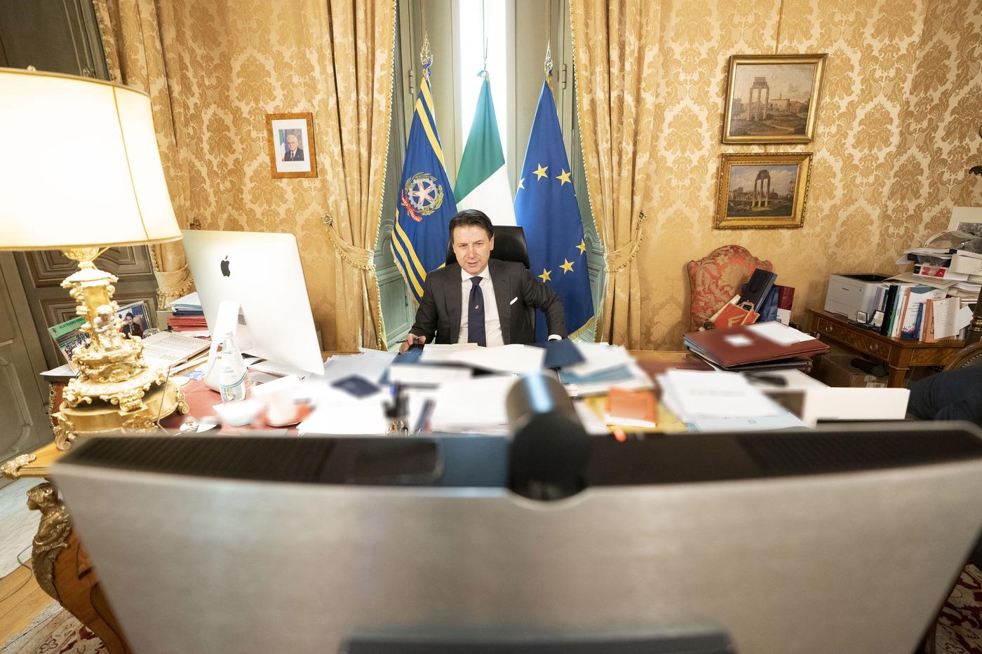 Giuseppe Conte in videoconferenza per il Consiglio Ue sul Recovery Fund
