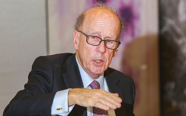 Stephen Roach sempre più convinto sul crash del dollaro: l'economista anticipa i tempi del crollo, timore anche per coronavirus