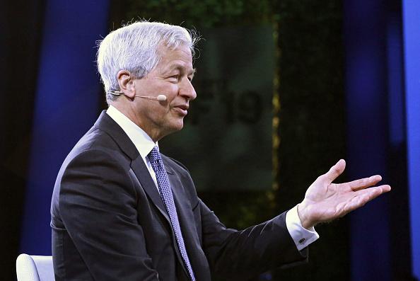 Jamie Dimon, numero uno di JP Morgan, pronto a tuffarsi nel risiko risparmio gestito e non solo