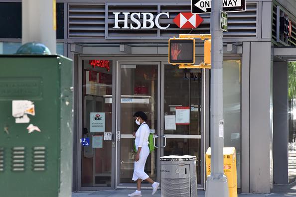 HSBC pronta a ripristinare i dividendi dopo alt Bank of England per crisi coronavirus