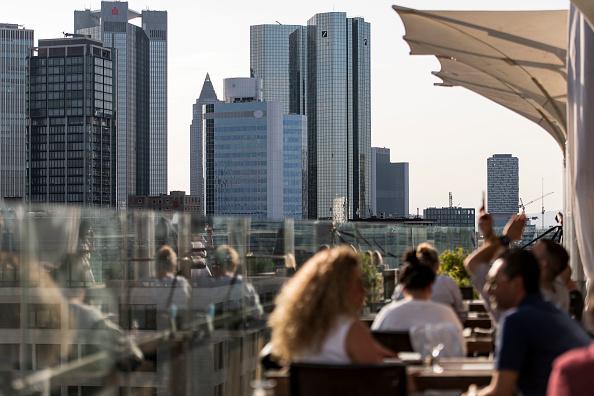 Deutsche Bank sorprende gli analisti tornando in utile nel terzo trimestre dell'anno e nonostante pandemia COVID-19 per prima volta dal 2019