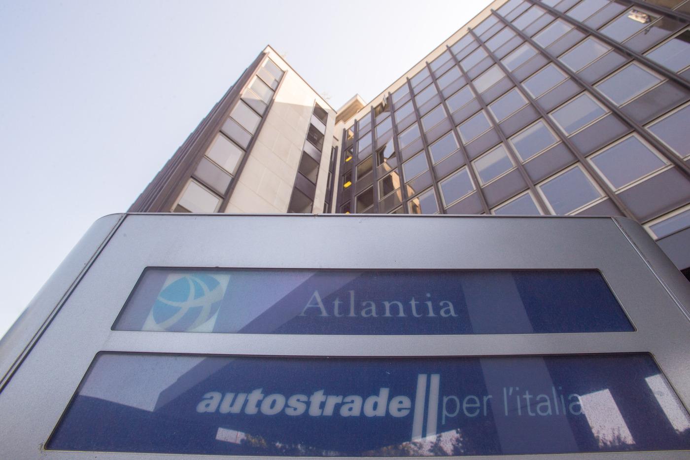 CdP e i fondi Macquarie e Blackstone: pronta l'offerta per l'88% di Atlantia in Autostrade
