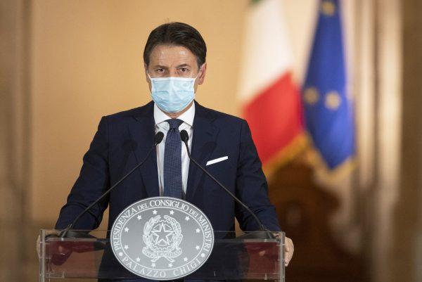 Nel presentare il nuovo lockdown, il presidente del Consiglio Giuseppe Conte minimizza sull'importanza del MES