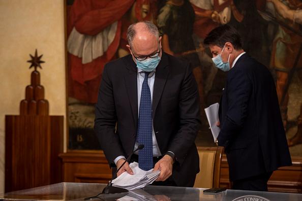 Roberto Gualtieri, ministro dell'Economia, ha parlato di riforma Mes al Parlamento. Diversi i campanelli di allarme lanciati dall'opposizione