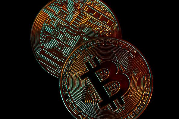 In poche ore il Bitcoin brucia 3.000 dollari, brusco dietrofront quando mancavano 7 dollari a raggiungere record assoluto