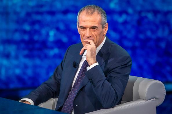 Carlo Cottarelli spiega la riforma del Mes: con common backstop un aiuto alle banche italiane