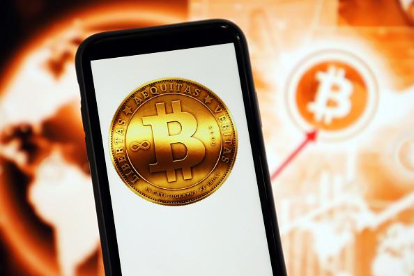 Tonfo Bitcoin -17% sotto $30.000 per falso alert double spend. Valore inferiore di oltre -30% rispetto al record recente