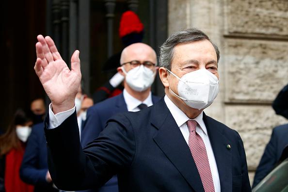 Secondo gli analisti di UniCredit e JP Morgan Piazza Affari continuerà a beneficiare del Draghi Effect