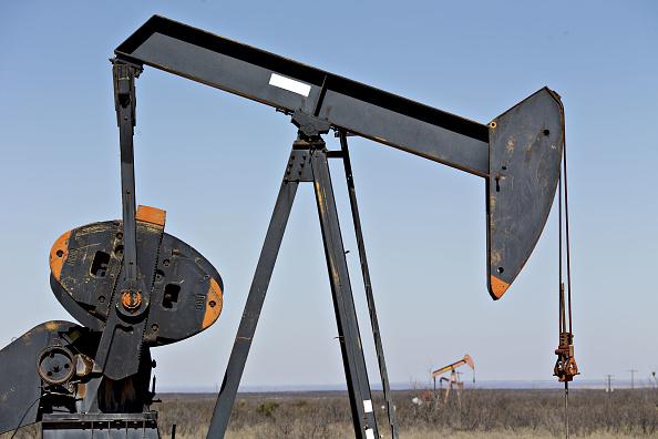 Petrolio continua la sua corsa. Goldman Sachs punta su quota $70 al barile