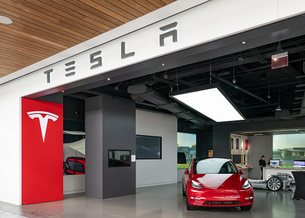 Tesla, il sogno è finito? Mentre Elon Musk si diletta in vari giochetti c'è chi parla della minaccia crescente di Volkswagen