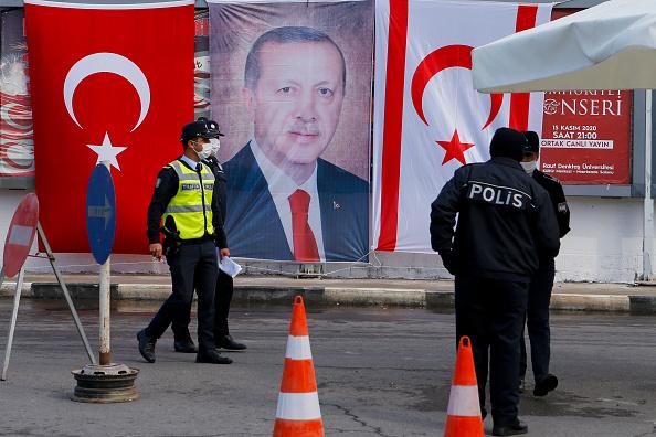 Il presidente turco Erdogan ha silurato il numero uno della banca centrale della Turchia due giorni dopo il rialzo dei tassi