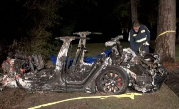 Incidente mortale in Texas con auto Tesla senza nessuno alla guida: due vittime