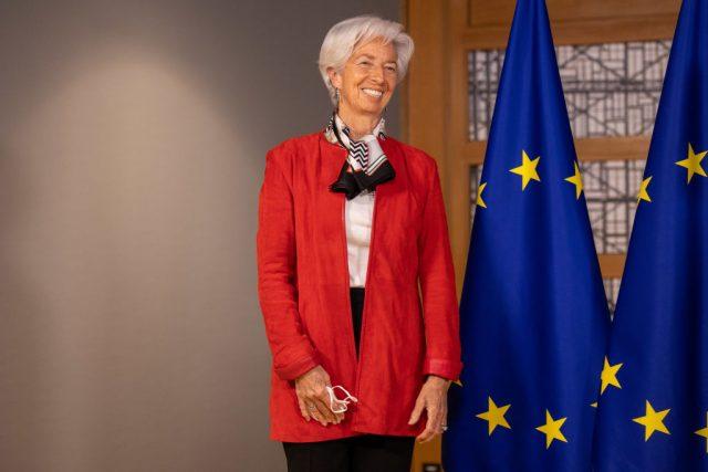 Christine Lagarde blinda il PEPP e i tassi negativi. Su aumento debiti Eurozona fa osservazione simile a quella del suo predecessore Mario Draghi
