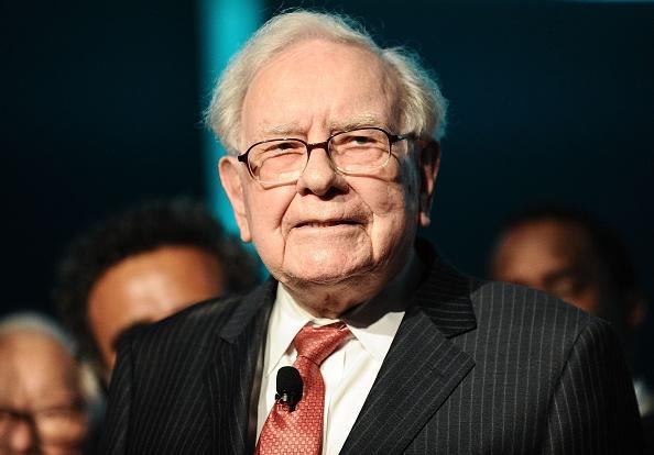 Warren Buffett nel mirino dei proxy advisor e di Neuberger Berman, che decide di votare contro il management