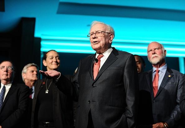 Warren Buffett, 90 anni. Nel corso dell'assemblea annuale degli azionisti di Berkshire Hathaway ha parlato di Spac, Robinhood, Apple, stock picking, fondi indicizzati