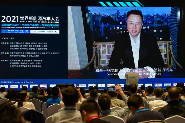 Fornitori Apple e Tesla costretti a interrompere produzione in Cina a causa dei limiti imposti da Pechino. Il mondo soffre il global energy crunch